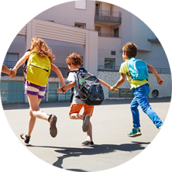 kids-with-backpacks-run-to-school 2